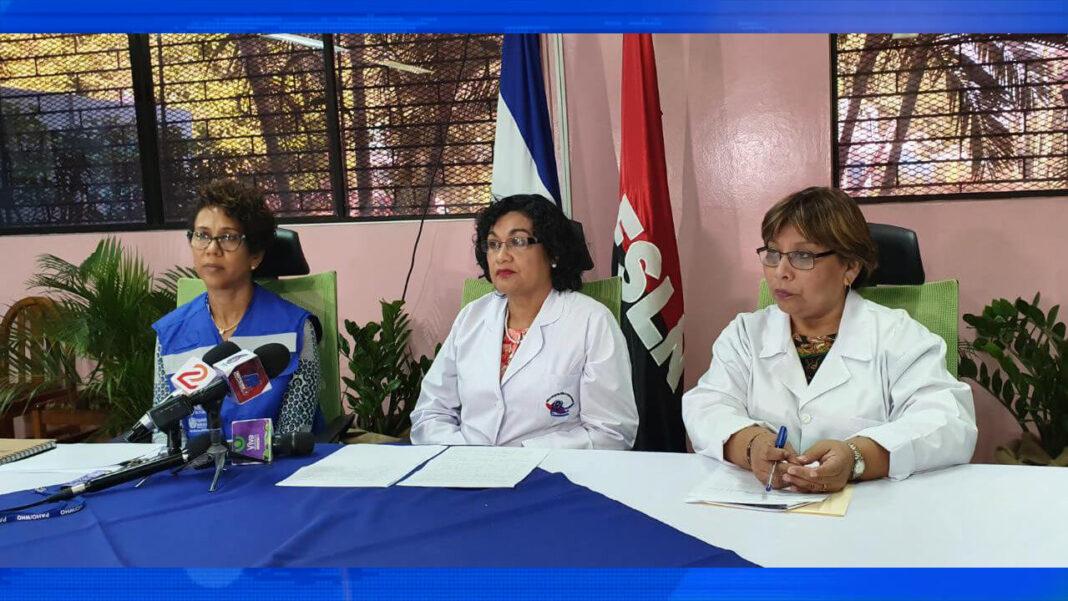 Autoridades del Ministerio de Salud junto a la representante de la OPS en Nicaragua