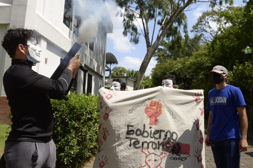 Los estudiante protestaban por la libertad de los presos políticos y la unidad de los opositores