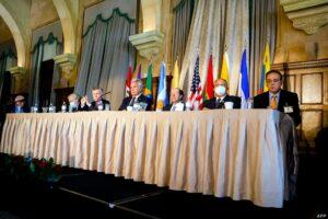 El Secretario General de la Organización de Estados Americanos (OEA) Luis Almagro asiste a foro Defensa de la Democracia en las Américas, en Miami, Florida, el 5 de mayo de 2021